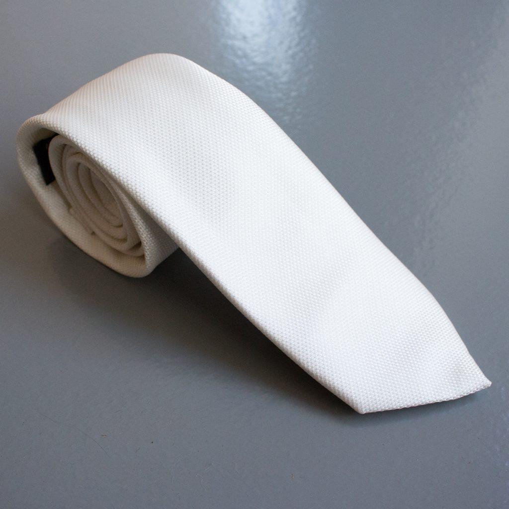 02-gravata-pequena